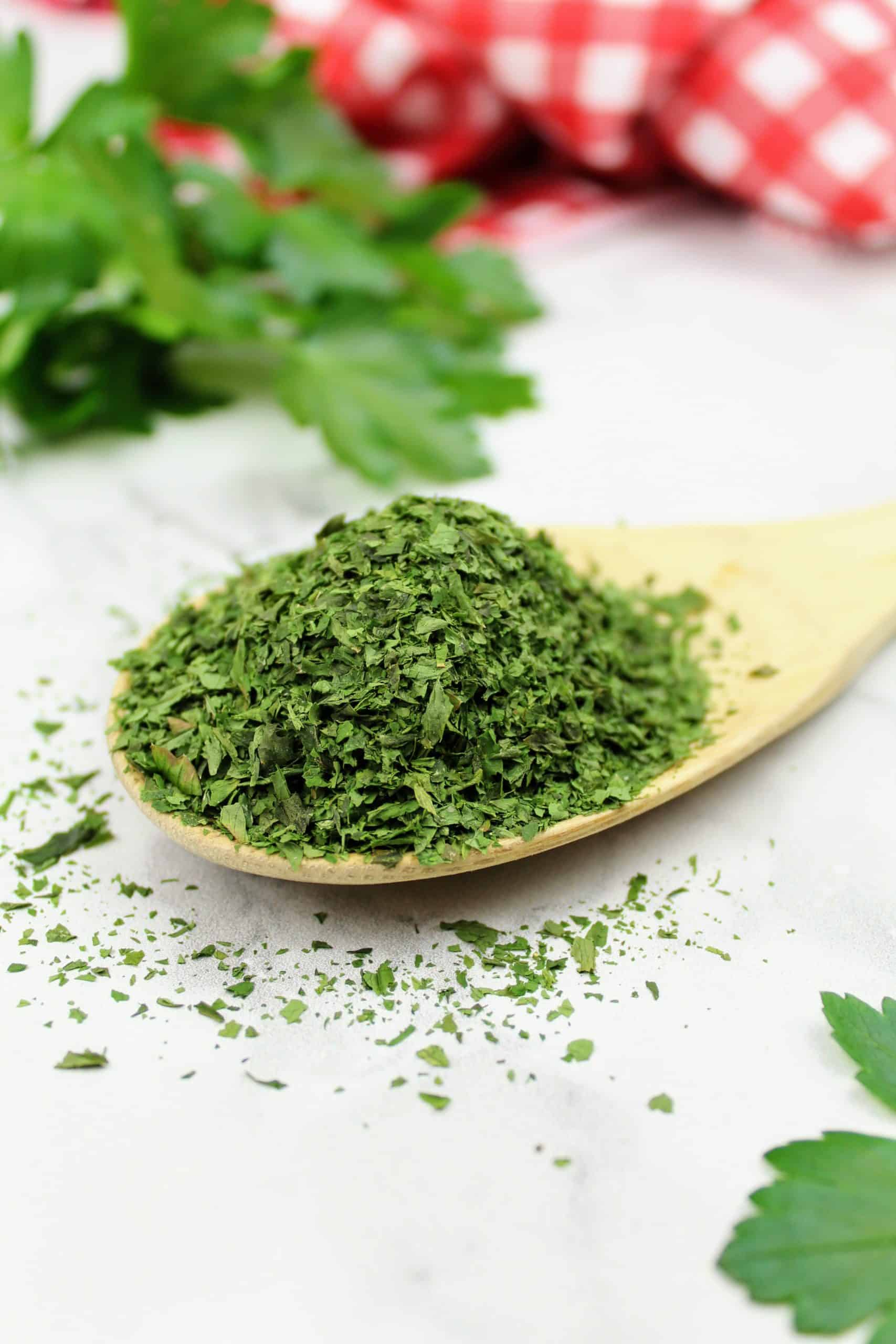 How to Oven Dry Parsley